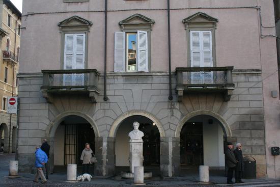 Monumento a Pietro Ruggeri Da Stabello