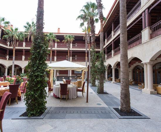 Spanisches 5 Sterne Hotel Mit 1 Sterne Kuche Elba Palace Golf