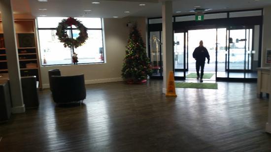 Lobby area, Holiday Inn Winnipeg Airport - Polo Park  |  1740 Ellice Avenue, Winnipeg, Manitoba