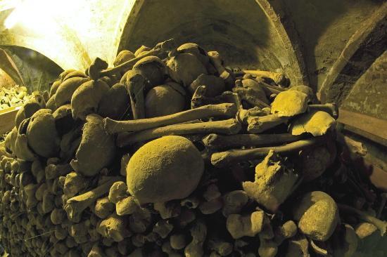 Rothwell, UK: Rothwell Bone Crypt