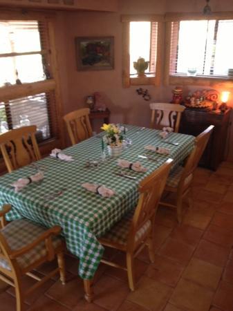 Spur Cross Bed & Breakfast Inn: the breakfast table