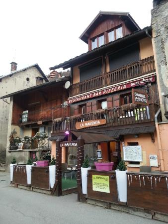 Aiguilles, Francia: Outside view