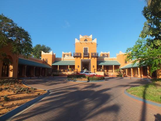 Avani Pemba Beach Hotel Spa Entree