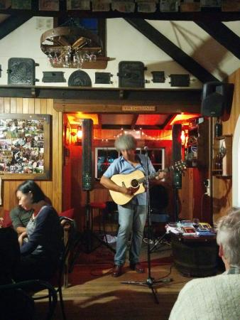 Redcliff Restaurant & Bar: Paul Urbana Jones played a set at Redcliff.....it's a great venue for quality bands and entertai