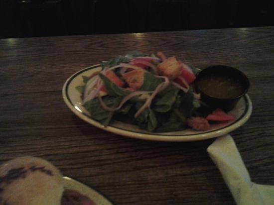 LakeHouse Pub: side salad