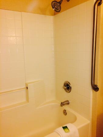 Holiday Inn Express Tacoma : Bathtub faucet was leaky. No hot water!
