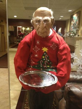 Best Western PLUS Genetti Hotel & Conference Center: Strange, funky dummy waiter in lobby. Either fun or weird, depending on your taste.