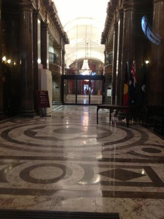 Black Taxi Harry Potter Film Tours : The Australia house aka Gringotts Bank