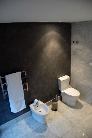Pateo Lisbon Lounge Suites : Bathroom