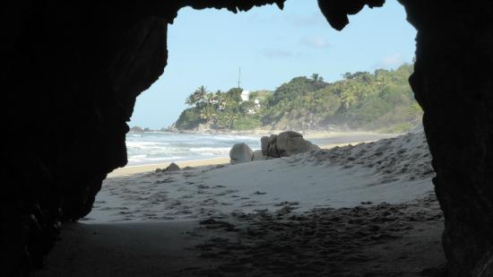 Hacienda de la Costa: This is a tunnel to another beach