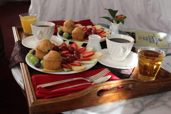 Palace Hotel & Bath House Spa: Continental Breakfast