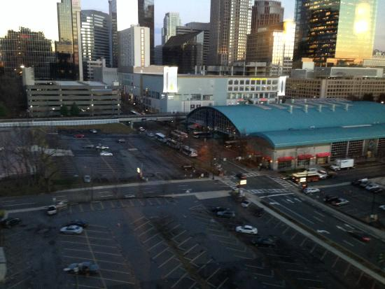 Hyatt Place Charlotte Downtown: View of Charlotte from the lobby (green building is bus station and hotel overlooks parking lot)