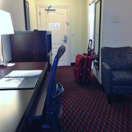 Comfort Suites Florence : across from entry door