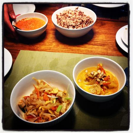 May Kaidee's Cooking School : Padthai and Massaman curry