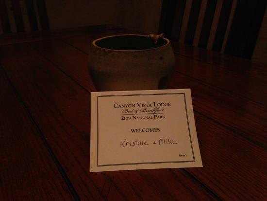 Canyon Vista Lodge - Bed & Breakfast: Welcome greeting on the dining room table