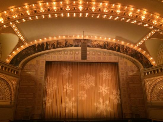 Joffrey Ballet of Chicago: Roosevelt Auditorium before the curtain opens