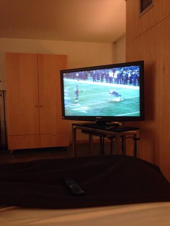 hotelVetro: studio suites & convention center: TV isn't in a good position. Had to move myself. Not a big deal though.