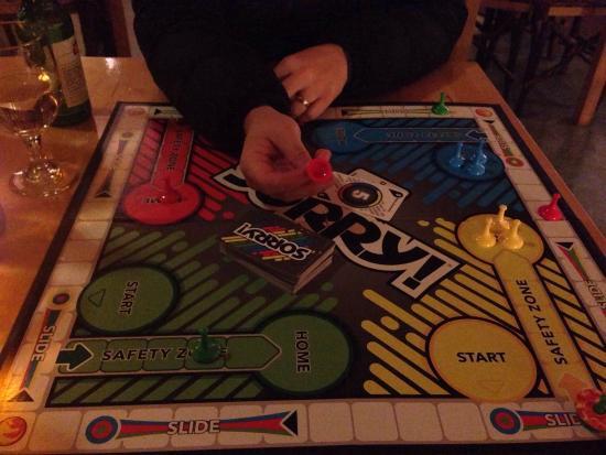 Treebones Resort Wild Coast Restaurant and Sushi Bar: Board games in main lodge area (I won by the way)