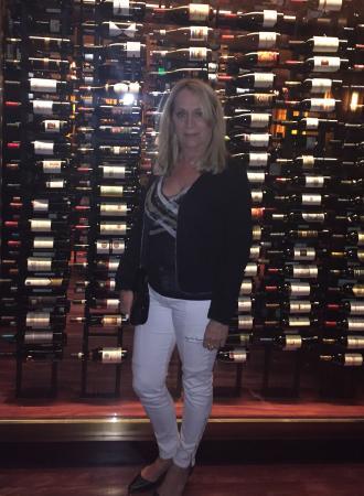 1919 Restaurant: Wine cellar