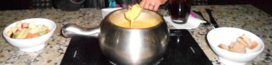 The Melting Pot : 1st course-cheese fondue