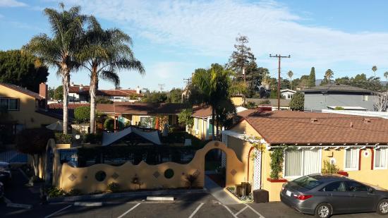 Oasis Inn & Suites: Вид на двор отеля из окна номера