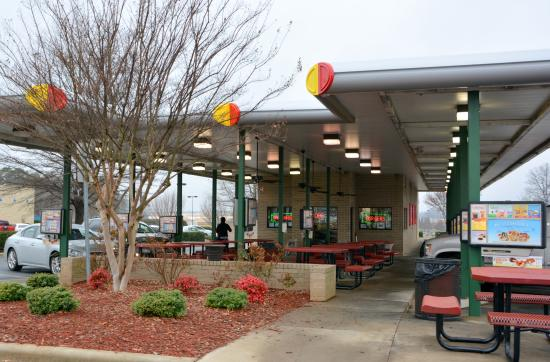Car Hop Locations: Outside Dining And Car Hop In Car Service