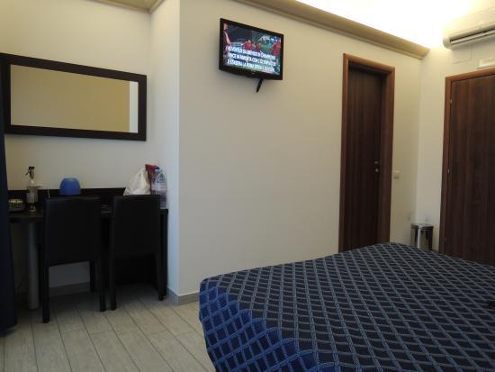 Esco Hotel Milano: room