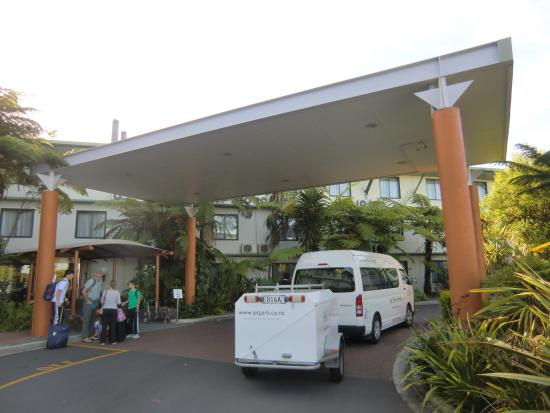 Jet Park Hotel & Conference Centre : 玄関入口です。