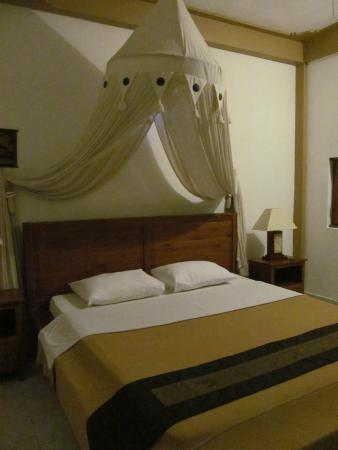 Hibiscus Cottages: Bed