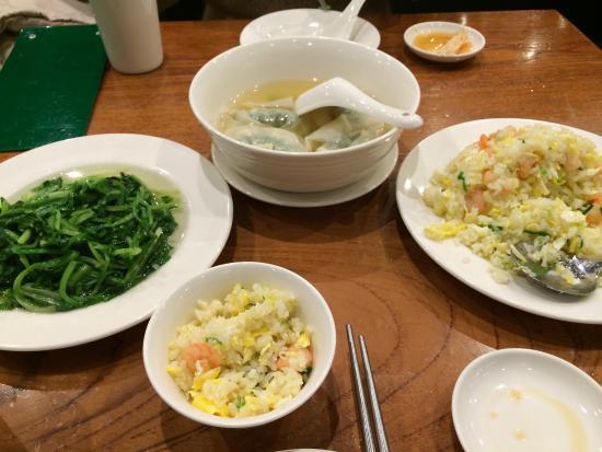 Din Tai Fung (Tienmu) : 菜肉餛飩湯 炒A菜 蝦仁蛋炒飯