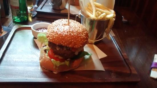 Mathers Bar: Mathers 25 Burger