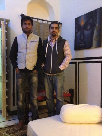 Hotel Chobdar Haveli : Amit Chodbar on the left