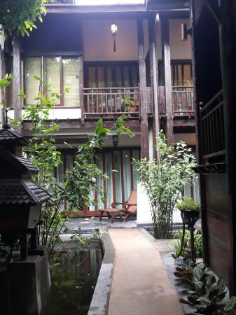 Yantarasiri Resort: บริเวณหน้าห้องพัก