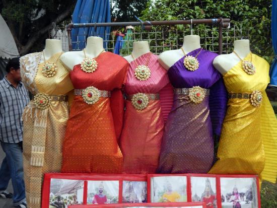 Wat Arun (Tempel der Morgenröte): rent a costume