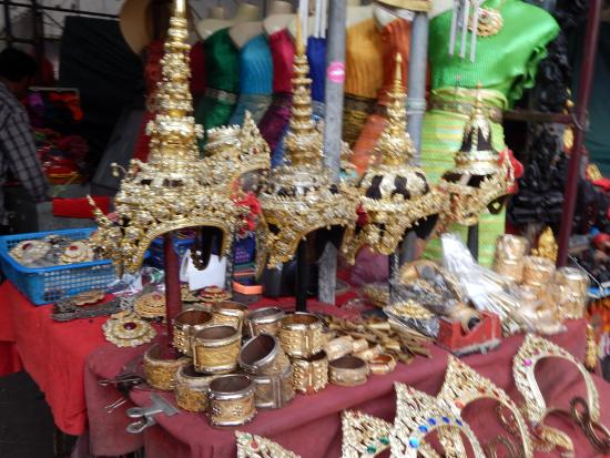 Wat Arun (Tempel der Morgenröte): comes with traditional hat and accessories