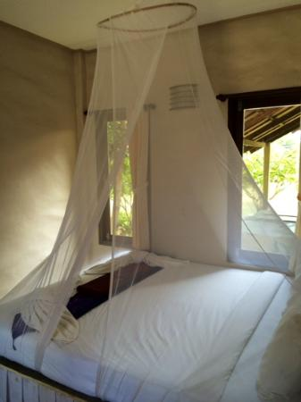 Hutcha Resort : le lit de notre bungalow