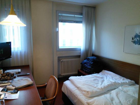 Novum Hotel Rieker Stuttgart Hauptbahnhof: vue chambre