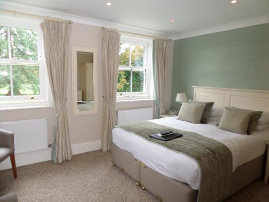 Bartley Lodge Hotel: Comfortable room with garden views