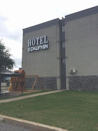 Hotel & Suites Le Dauphin Quebec : ホテル外観