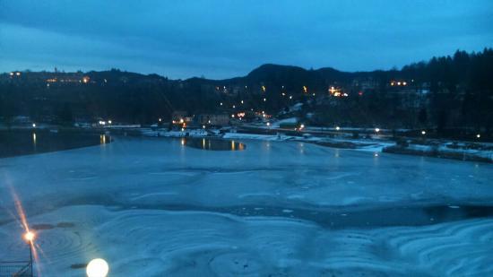 Hotel Al Lago: Lago di Lavarone ghiacciato