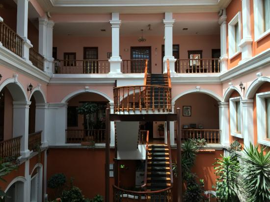 El Rincon de Cantuna: der angrenzende Patio des Hotels