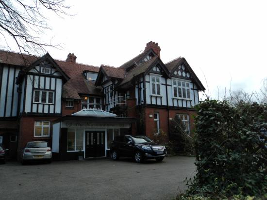 The Normanhurst Hotel and Restaurant : Room is overlooking front car park on right