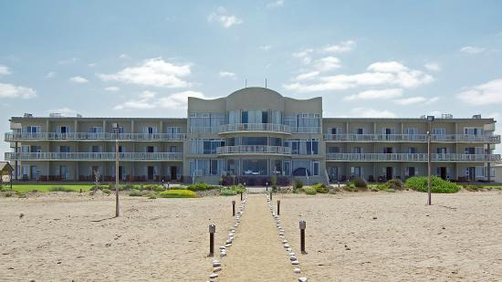 SeaSide Hotel and Spa: The hotel from the beach