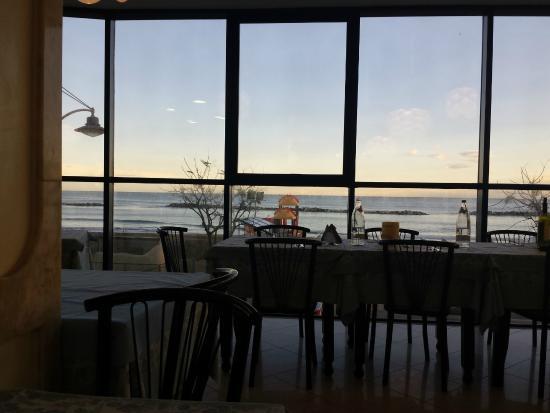 Milano Resort: la vista mare dal ristorante