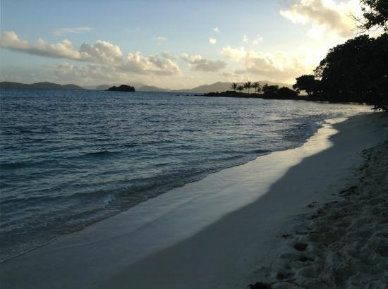 Sapphire Beach Resort: beach at sunrise