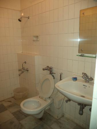 Hotel Mangalore International : Bathroom