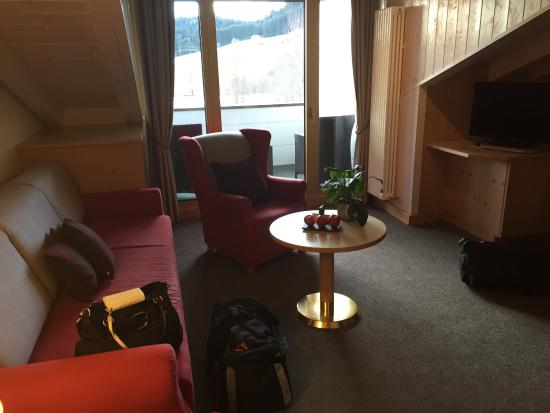 Sporthotel Tannenhof: Mit Balkon, Eingangsbereich mit großem Schrank & großem Spiegel