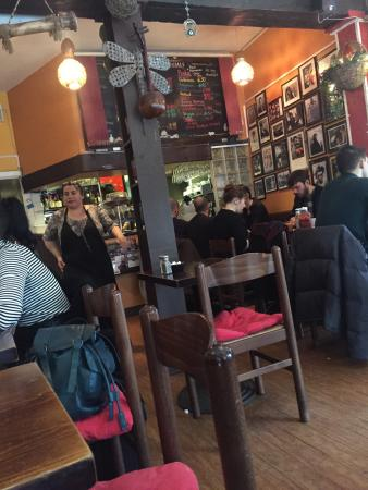 Premises Cafe: Small, very nice, Good service and Good food! Very recommended!