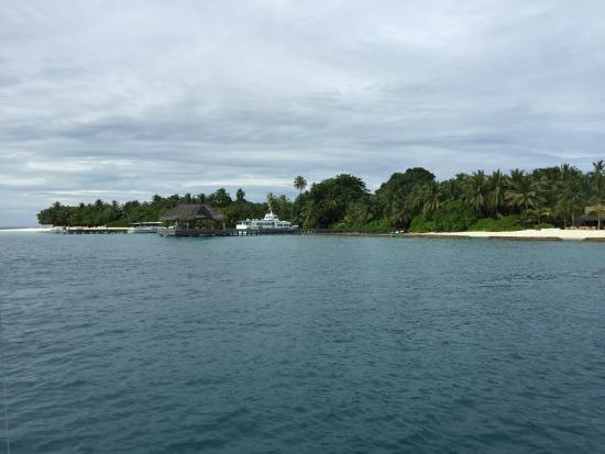 Kuramathi: Entering the Island