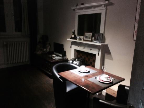 Lady Jane B&B: Tavolino per fare colazione in camera